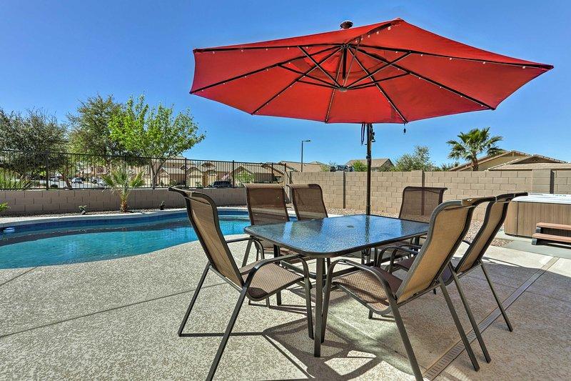 Incluso fiesta al aire libre alrededor de la mesa al aire libre para 6 personas!