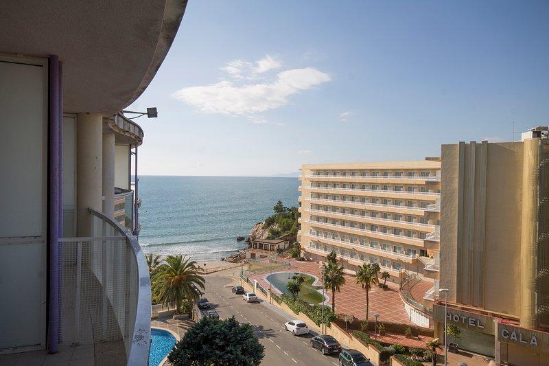 Magnifico estudio con vistas a 30m de la playa Salou, holiday rental in Salou