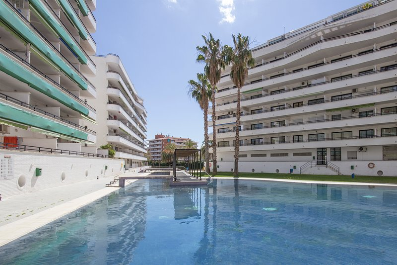 FANTASTICO DUPLEX CON VISTA A PORT AVENTURA Y MAR DE SALOU, vacation rental in Salou