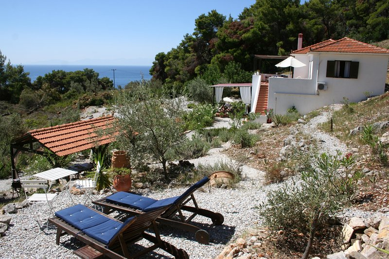 Gem in the Aegean in Alonissos, vacation rental in Alonnisos