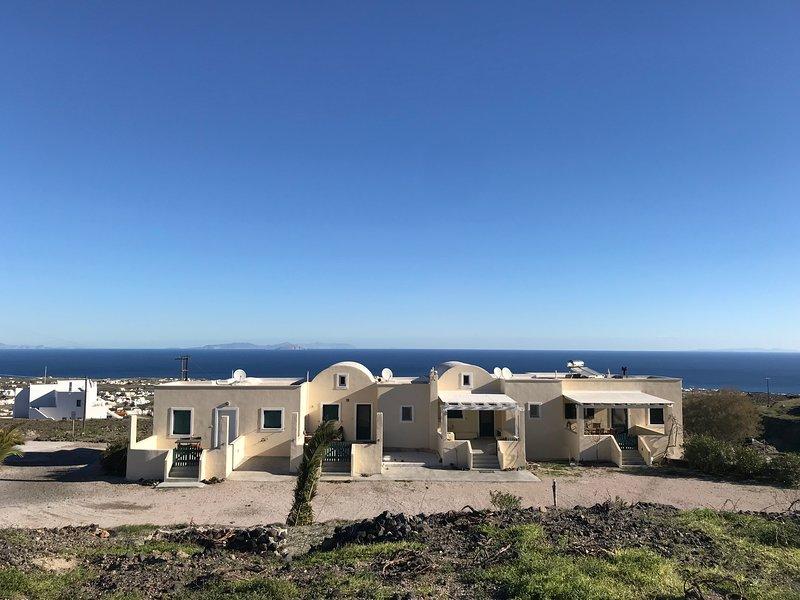 Dome Superior Apartment with Vineyard & Sea View - Split Level, Ferienwohnung in Santorin
