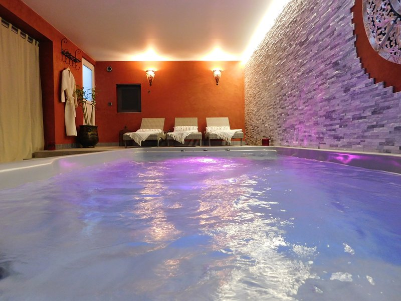 SPA area with massage and bubble gets no extra charge