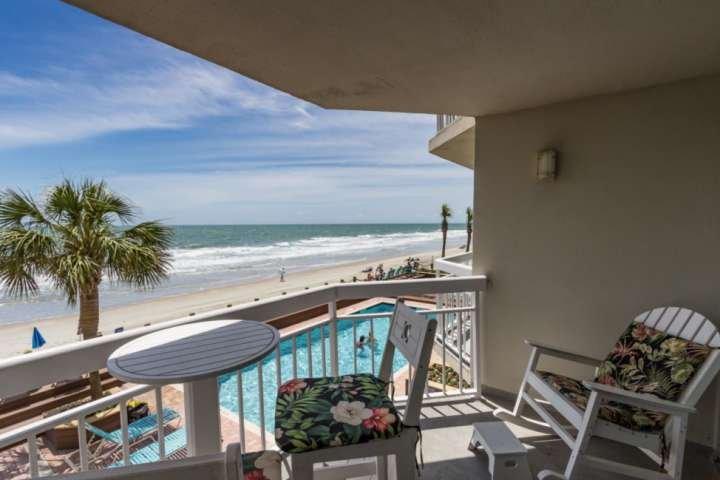 Hier ist die Ansicht, die Sie und Ihre Familie genießen, ein erster Stock mit Blick auf den Pool, Strand und Meer.