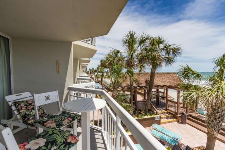 Ein Haus am Meer, ideal für den Strand zu genießen.
