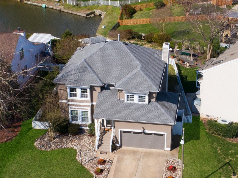 Stunning Contemporary Home on the Water in the heart ofVirginia Beach, alquiler de vacaciones en Portsmouth