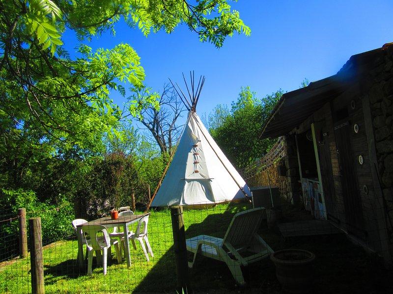Tipi et gîte en Ardèche, holiday rental in Prades