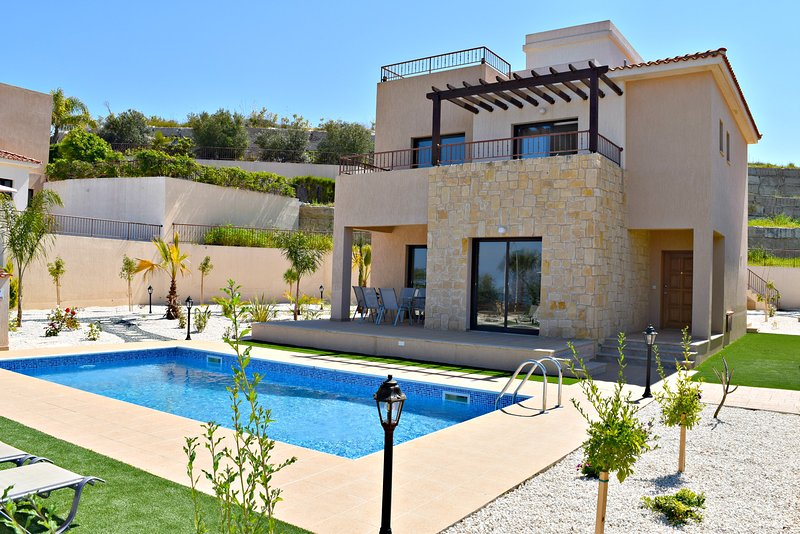 Latchi Beach 4 Bedroom Villa - Opposite Beach - Sea VIews - Private Pool - Wifi, holiday rental in Latchi