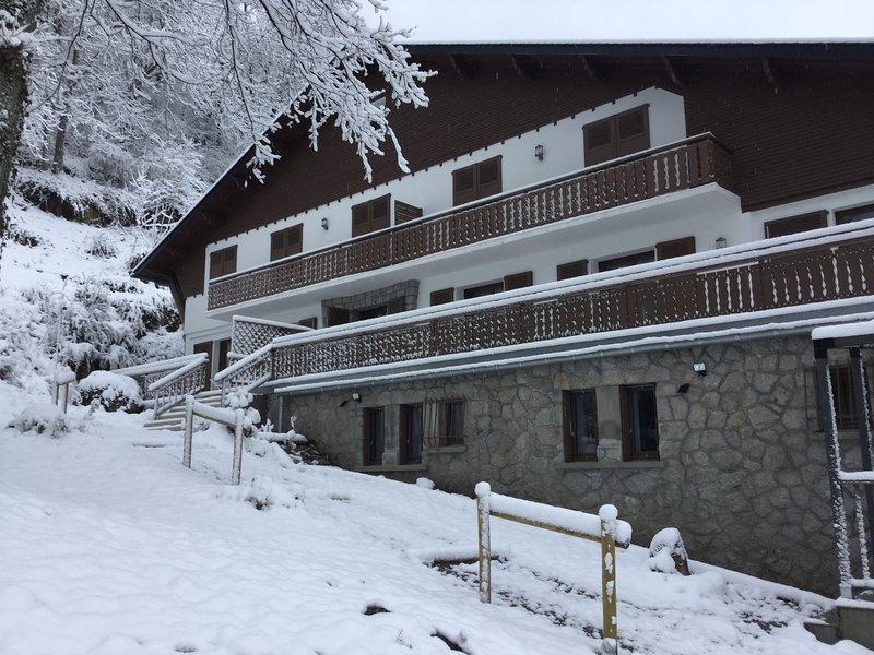 Gite 4****T4-97 m² terrasse 100 m sauna wifi salle-sport parking privée, location de vacances à Ax-les-Thermes