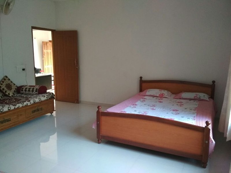 Sudarshan Homestay Tripchale - Bedroom 1, holiday rental in Srimangala