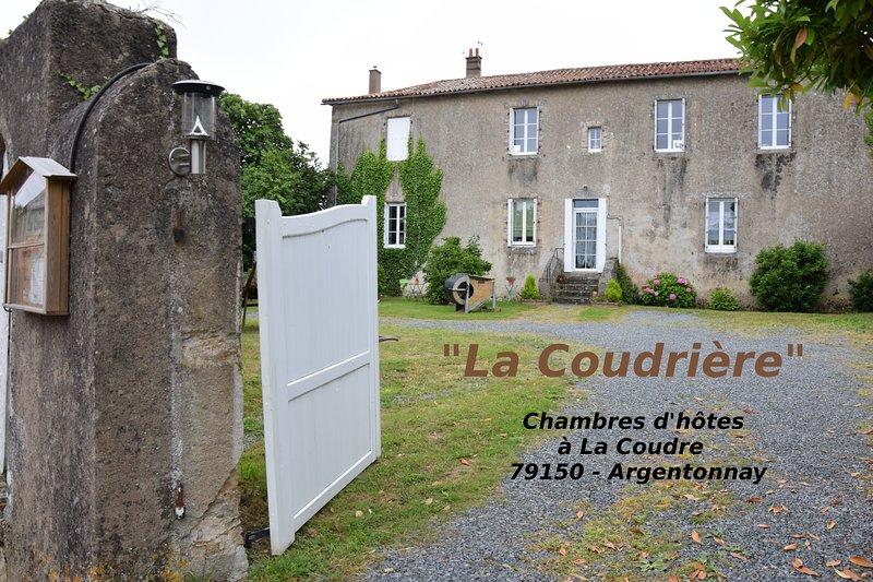 Chambre d'hôte familiale 5 à 6 personnes dans un cadre reposant, vacation rental in La Chapelle-Gaudin