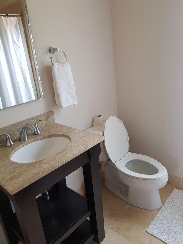 En av eget badrum på övervåningen