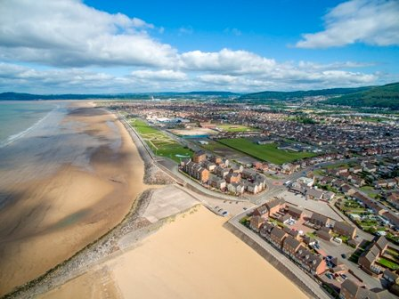 3 Bedroom House sleeps 5 on Aberavon Beach, casa vacanza a Neath Port Talbot