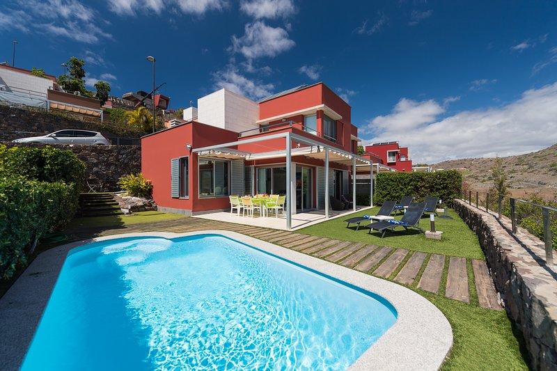 WONDERFULL VILLA WITH PRIVATE HEATED POOL, aluguéis de temporada em San Bartolome de Tirajana