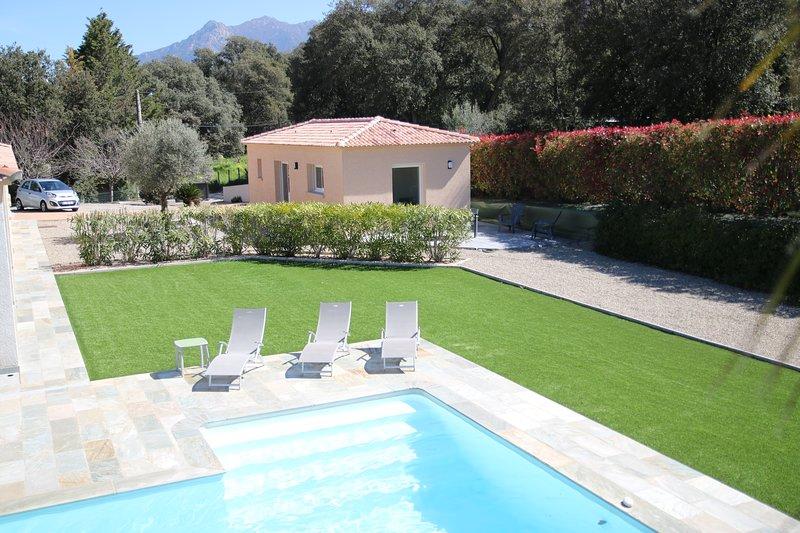 MAISON AVEC ACCES PISCINE, location de vacances à Valle-di-Mezzana