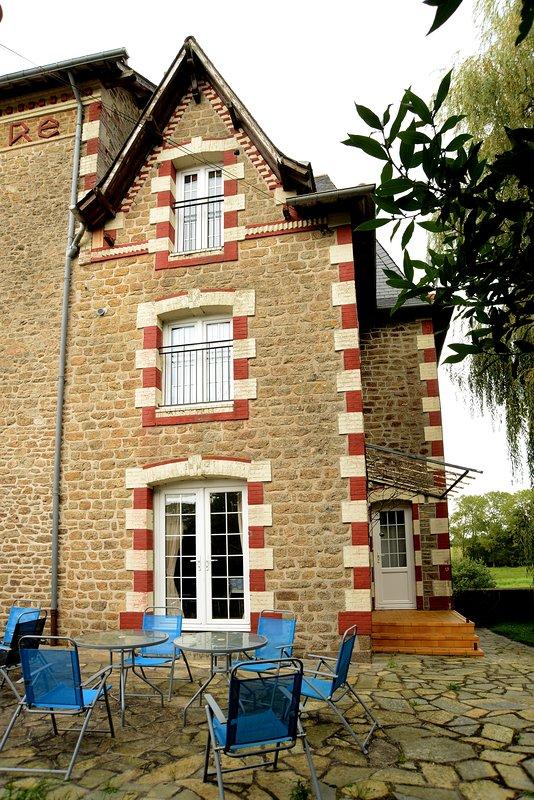 a view of the outside of La Petite Maison