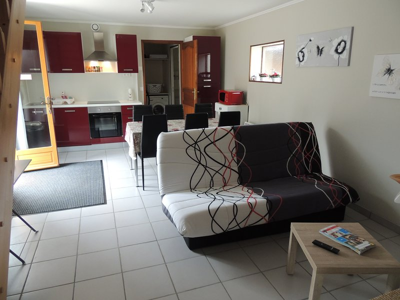 Très beau gite pour 4 personnes 3 chambres,, holiday rental in Sainte-Colombe