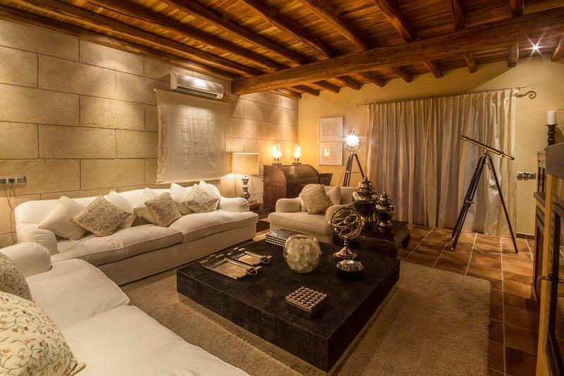 Santa Eulalia del Rio Villa Sleeps 12 with Pool and Air Con - 5049317, vacation rental in Santa Gertrudis