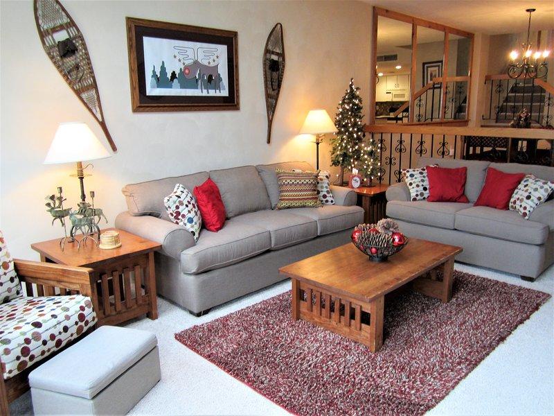 The Village Moose Ski-In/Walk Luxury Condo -Seven Springs, alquiler vacacional en Rockwood