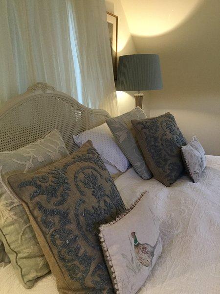 Hauptschlafzimmer. Superking Bett mit göttlicher Bettwäsche.