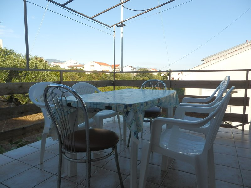 AP2 (2nd floor) TERRACE with PVC table and 4 chairs, 2 metal chairs. Garden view.