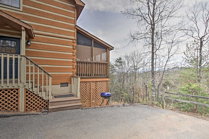 This Pigeon Forge cabin promises a good time for all!