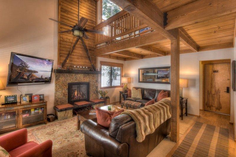 Molti posti a sedere comodi con macchie per riscaldarsi accanto al fuoco e l'accesso alla veranda