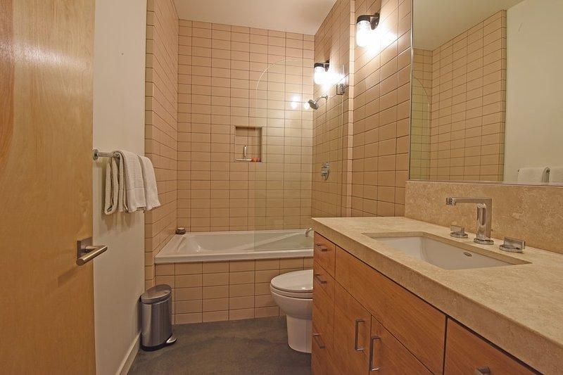 Im Erdgeschoss Badezimmer