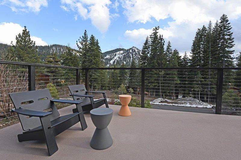 Vorne Deck mit herrlichem Blick auf Alpine Meadows
