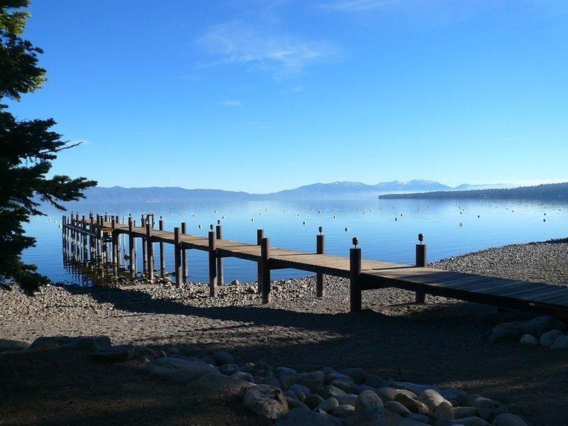 Vista del muelle Tahoe Swiss Village