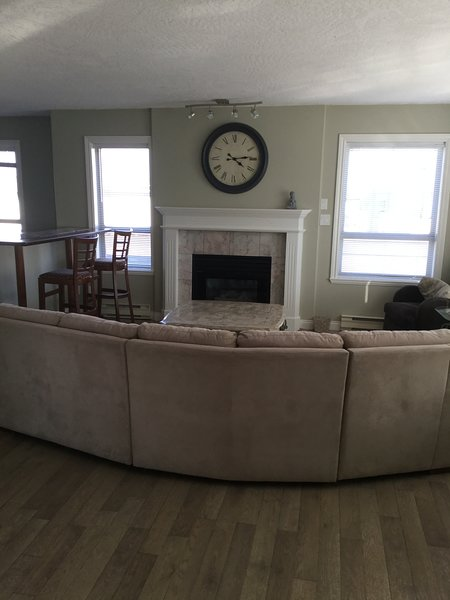Huge Mountain View condo, close to ferry, airport, holiday rental in Sidney