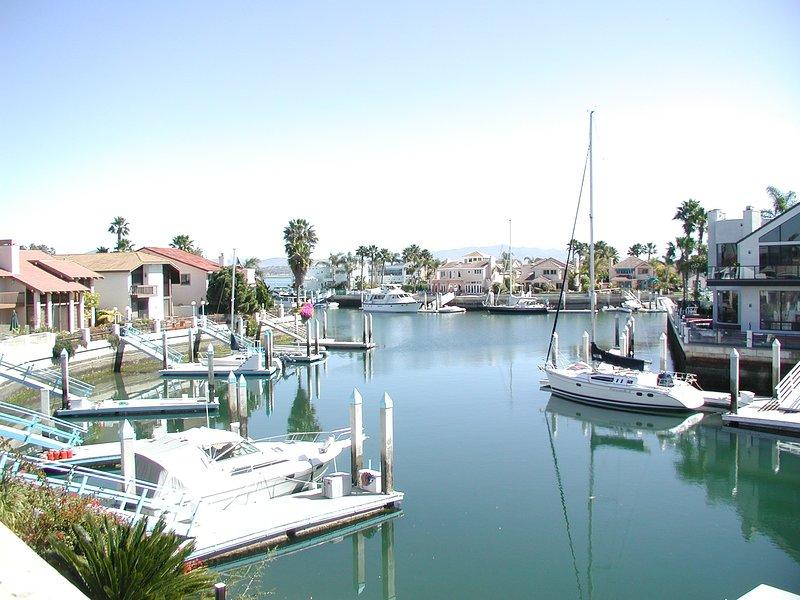 Coronado Waterfront Home with 50' Dock Sleeps 10, location de vacances à Coronado