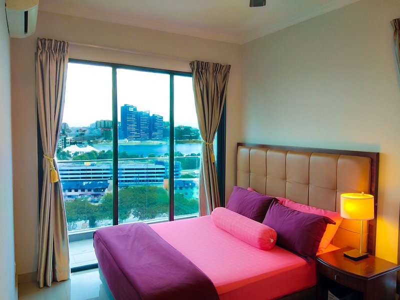 Lake View Homestay At Univ360 Condo Near UPM Serdang, MAEPS, Mardi, Uniten, holiday rental in Sri Kembangan