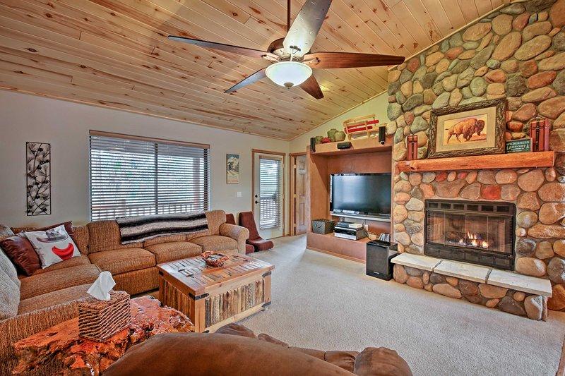 Escape to sunny Arizona at this 3-bedroom, 3-bathroom vacation rental cabin!