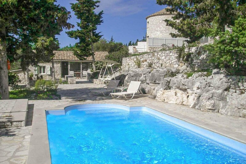 Millers Cottage: Large Private Pool, A/C, WiFi, holiday rental in Loggos