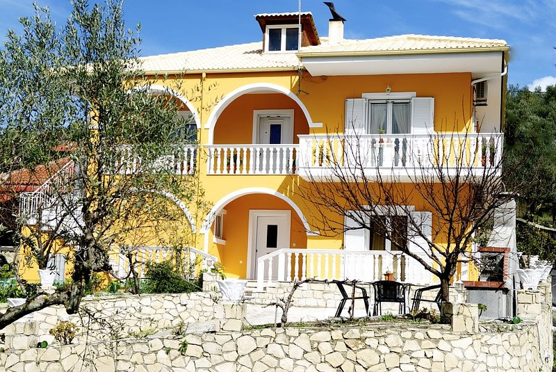 Xanthi 3-bedroom apartment, holiday rental in Laganas