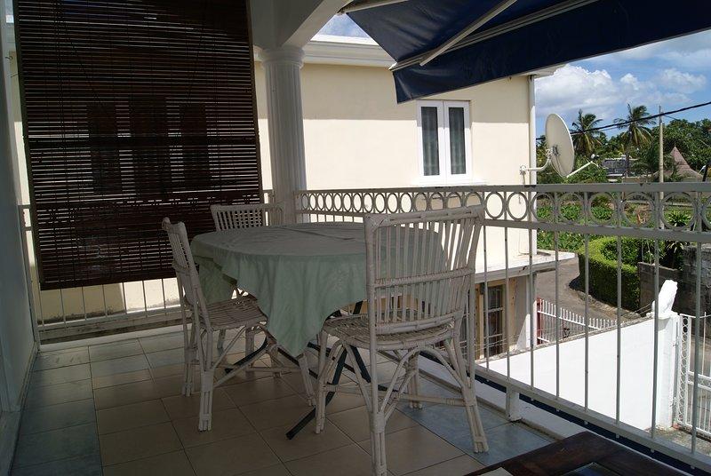 Beautiful apartment with balcony, location de vacances à Bambous