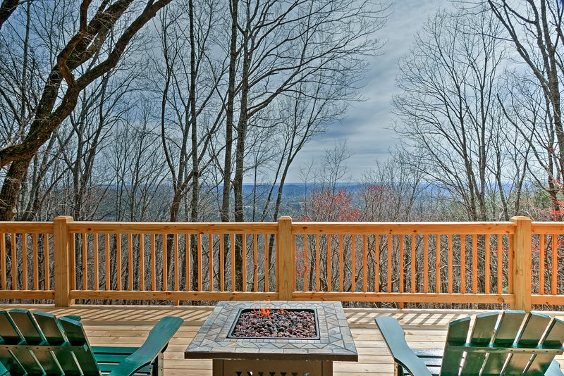 Plan your North Georgia trip to this 3-bedroom, 2.5-bath vacation rental cabin!