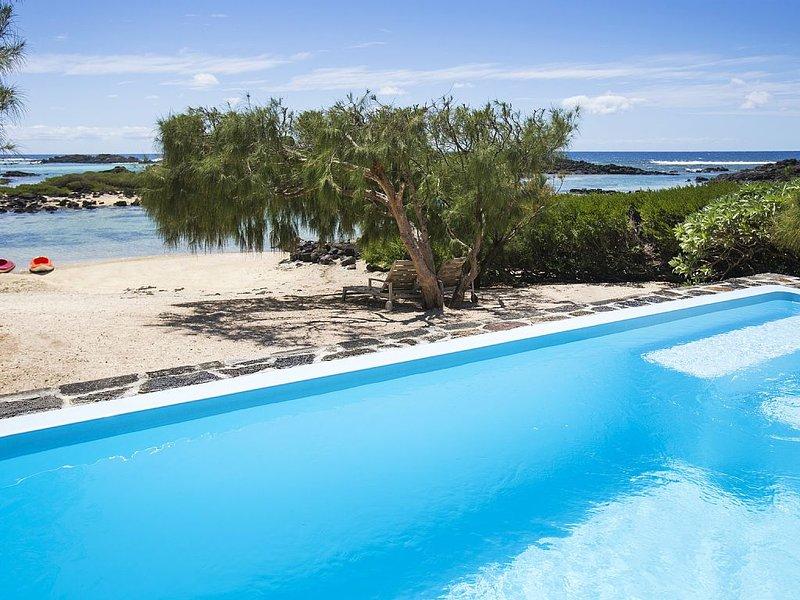 Villa Tropicale on the beach, 20 min. Grand Baie, vacation rental in Pointe de Flacq