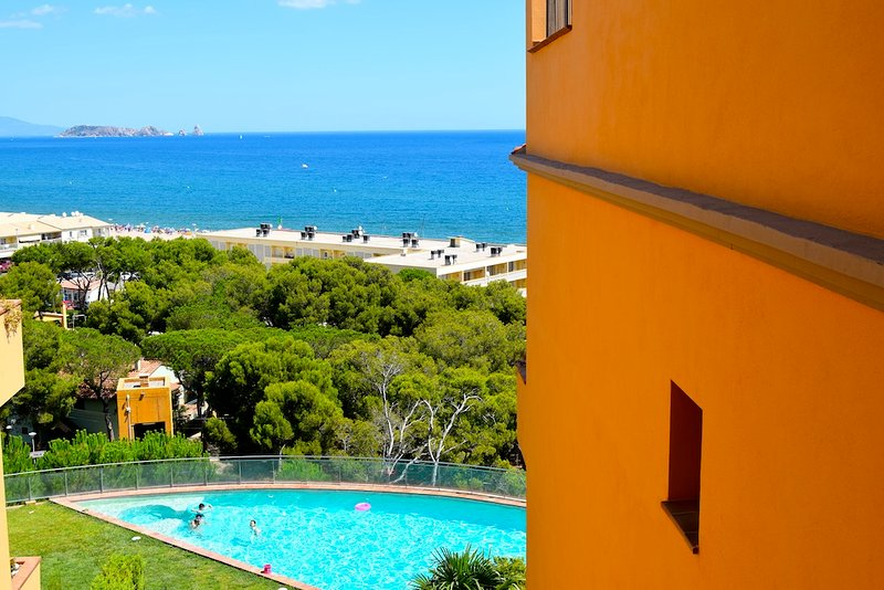 comunnity with garden,pool and spectacular sea views. -SA PUNTA COSTA BRAVA