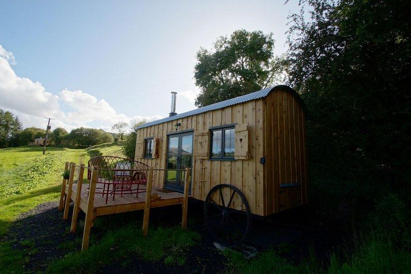 The Mallard - Shepherds hut style glamping in the Brecon Beacons: 515921, holiday rental in Sennybridge