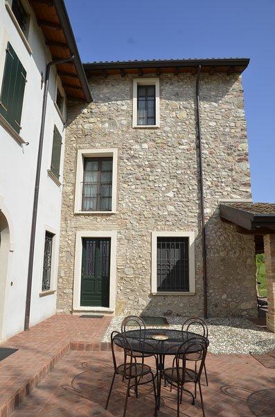 I BARBASSE: APPARTAMENTO LA TORRETTA, vacation rental in Valeggio Sul Mincio