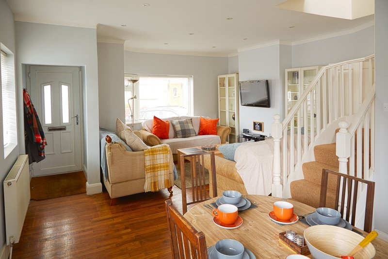 Thomas deluxe bungalow, holiday rental in Colindale