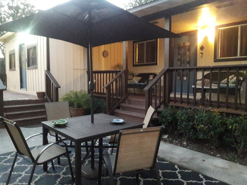 Clifton By The Sea Bungalow - 2 Miles from Kemah Boardwalk, alquiler vacacional en Bacliff