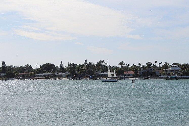 Voile sur la baie de Boca Ciega