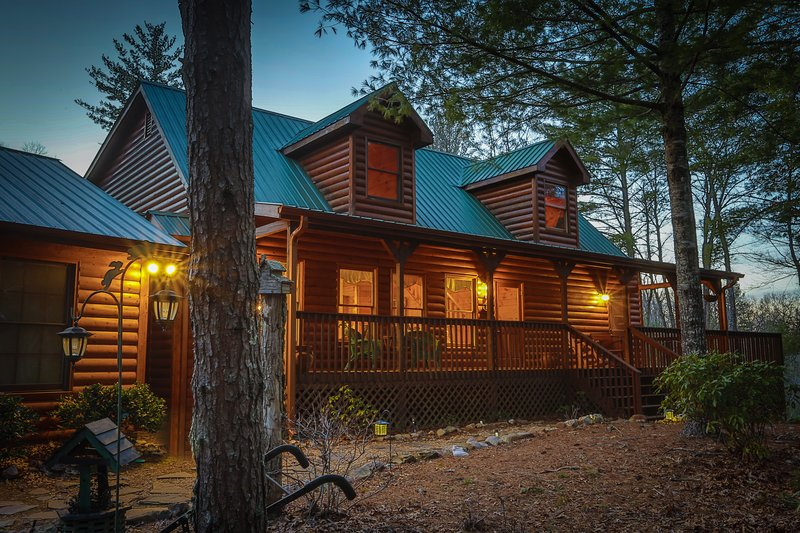 Very private! Rare 5 Bed Luxury cabin.