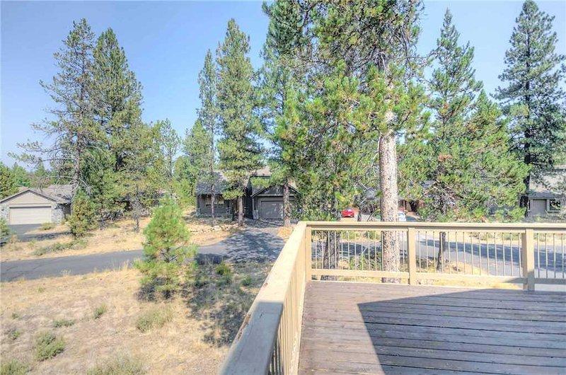 Sunriver-Vacation-Rental-15-Warbler-Deck-View-2