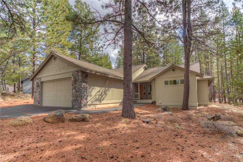 Sunriver-Vacation-Rental---11-Lost-Lane---Exterior-Front