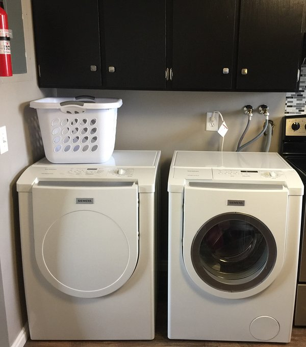 Siemens frontloading washer and dryer.