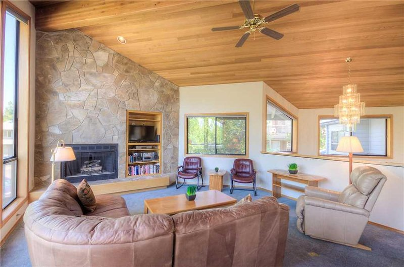 Sunriver-Vacation-Rental-31-White-Elm_Living-Room-1
