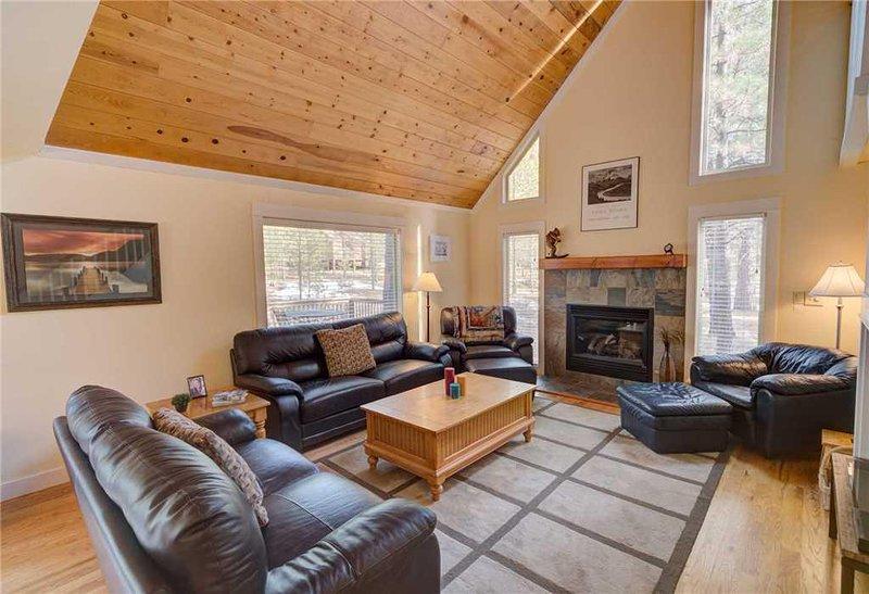 Sunriver-Vacation-Rental---8-Lost-Lane---Living-Room-1